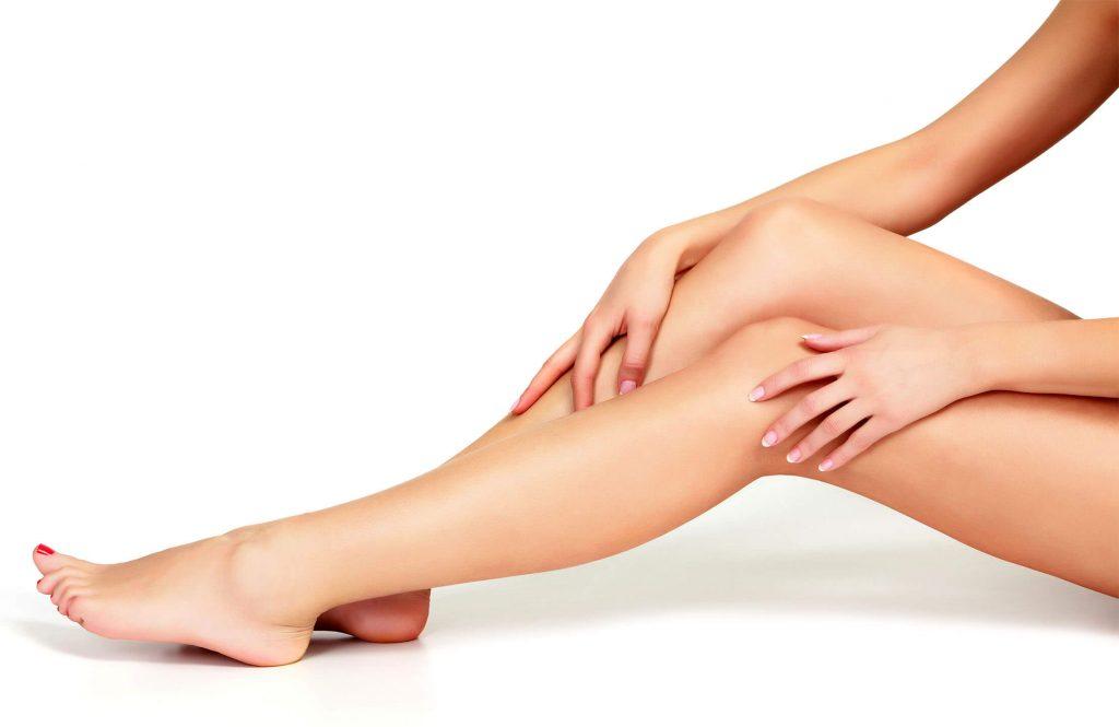 脚が綺麗な女性
